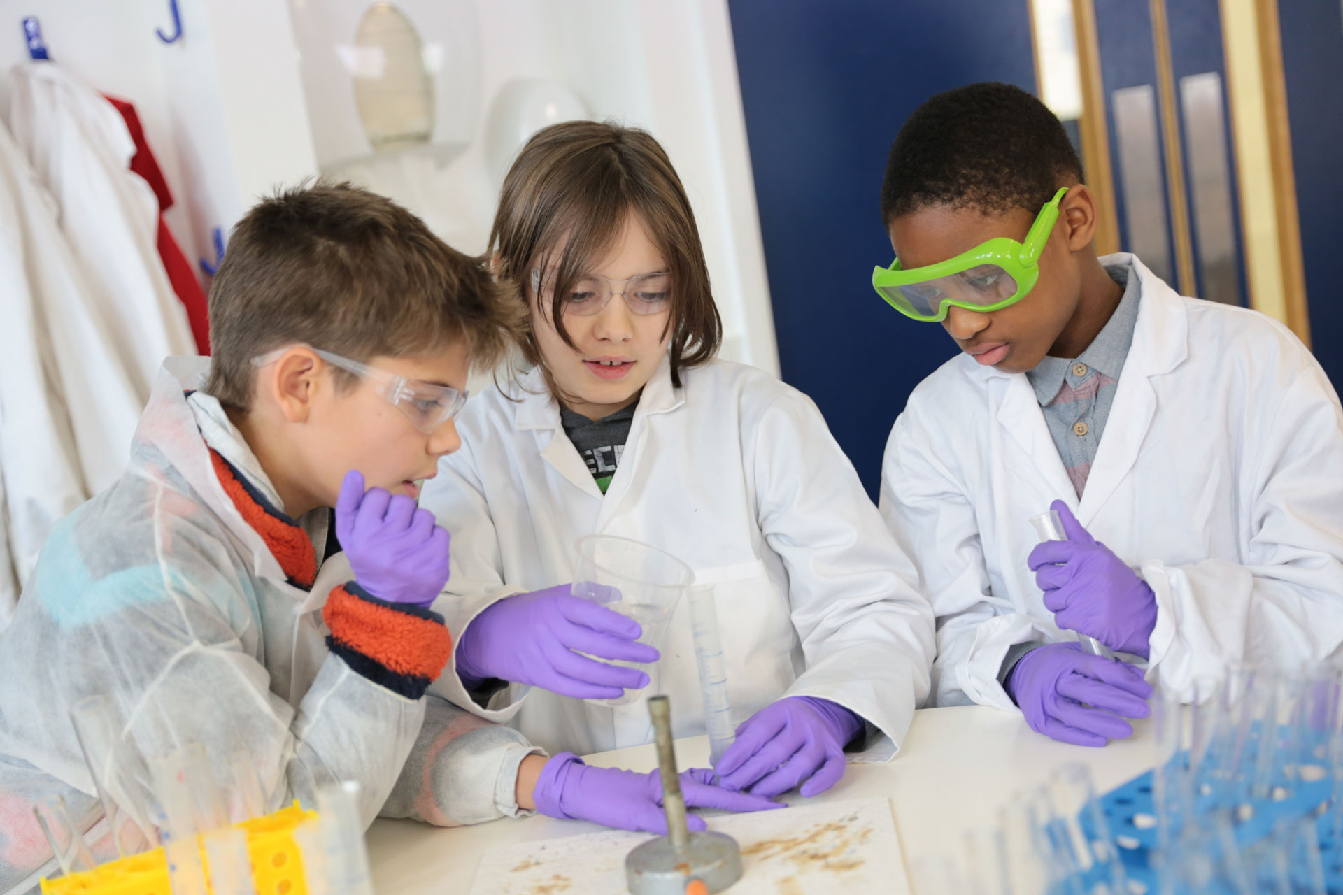 Advanced Science camps for children aged 9-14 with Richer Education in London